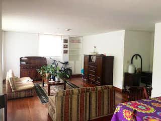 Una sala de estar llena de muebles y una televisión de pantalla plana en  Edificio Calle 88 P.H
