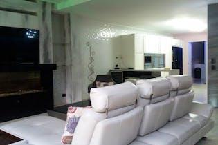 Casa en La Loma el Atravesado - Envigado, cuenta con tres habitaciones y dos niveles