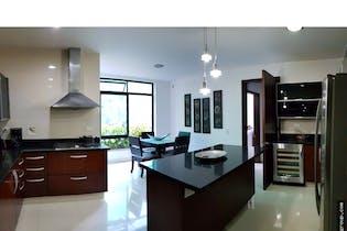 Casa en Los Balsos-Medellín, con 5 Habitaciones - 1900 mt2.
