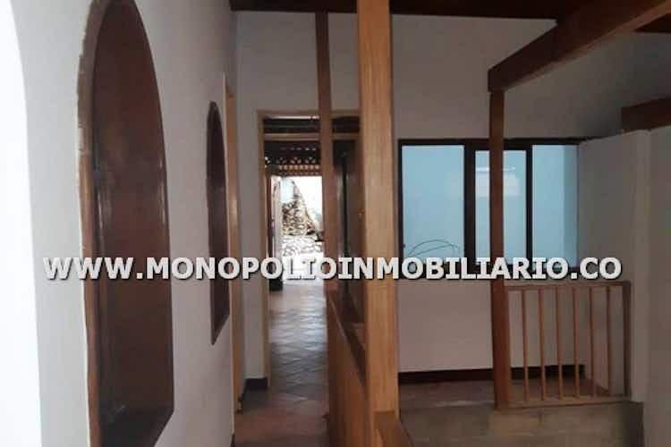 Portada Casa en San Javier, La America - 364mt, siete alcobas, patio