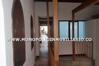 Casa en San Javier, La America - 364mt, siete alcobas, patio