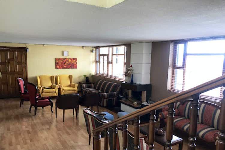 Portada Casa en chapinero, con 3 habitaciones-326 mt2