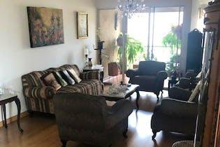 Apartamento en Suramericana, Estadio - 143mt, tres alcobas, balcón