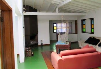 Casa en Alto de las Palmas - Envigado, cuenta con cinco habitaciones