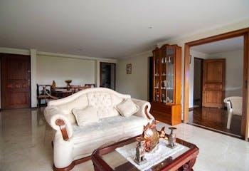 Apartamento en La Tomatera, Envigado - 150mt, tres alcobas, balcón