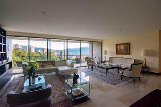 Apartamento en El Tesoro, Poblado - 293mt, tres alcobas, balcón