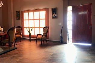 Casa en Girardota, Barbosa, 4 habitaciones- 236m2.