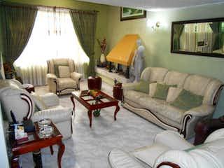 Una sala de estar llena de muebles y una mesa en No aplica