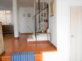 Una habitación que tiene un suelo de madera en ella en No aplica