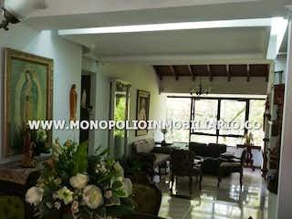 Una habitación llena de muchas plantas en macetas en TORRECILLAS ZUÑIGA 402