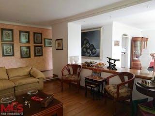 Una sala de estar llena de muebles y una mesa en Lombardia