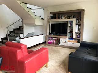 Una sala de estar llena de muebles y una televisión de pantalla plana en Luna Verde