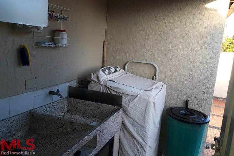 No se ha identificado el tipo de imágen para apartamento en rosales, medellín, cuenta con cuatro habitaciones