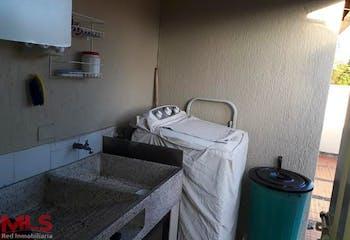 Apartamento en Rosales, Medellín, cuenta con cuatro habitaciones