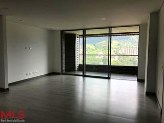Una vista de una sala de estar con una puerta corredera de cristal en Condominio La Felisa