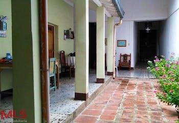 Casa en Santa fe de Antioquia, con 4 Habitaciones - 242 mt2.