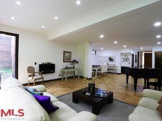 Una sala de estar llena de muebles y una televisión de pantalla plana en Rincon De La Concha