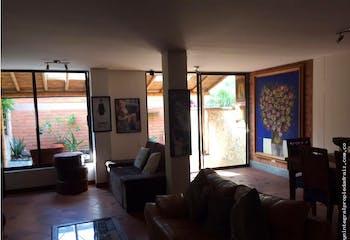 Casa en Loma de Las Brujas, Envigado, 3 Habitaciones- 170m2.