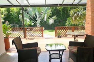 Casa en Altos del Escobero, Envigado - 304mt, tres alcobas, jardín