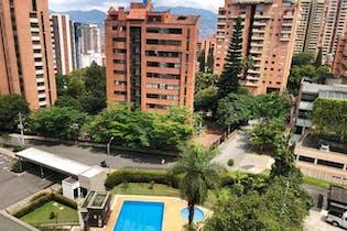Apartamento en Castropol, Poblado - 123mt, tres alcobas, balcón