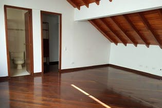 Casa en El Poblado-Loma del Indio, con 4 Alcobas - 370 mt2.