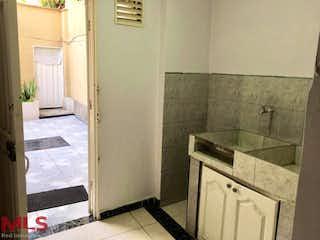 Un cuarto de baño con lavabo y ducha en No aplica