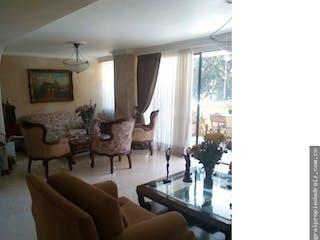 Una sala de estar llena de muebles y una ventana en Apartamento en venta en Sector Transversal Inferior  de 4 habitaciones
