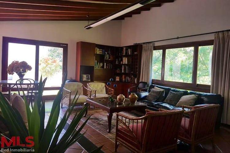 Portada Casa en El Poblado-La Tomatera, con 5 Habitaciones - 500 mt2.