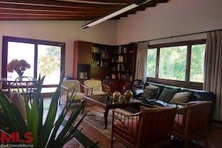 Casa en El Poblado-La Tomatera, con 5 Habitaciones - 500 mt2.