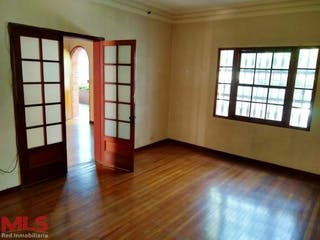 Casa en venta en Los Ángeles, Medellín