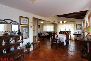 Casa en venta en La Ceja, Antioquia, 4 Habitaciones- 204m2.