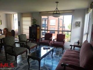 Una sala de estar llena de muebles y una gran ventana en San Francisco