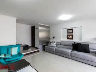 Una sala de estar llena de muebles y un sofá en El Yerbal
