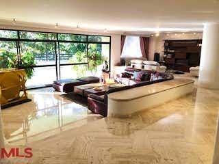 Una sala de estar llena de muebles y una gran ventana en Bosques De Vigia Del Fuerte