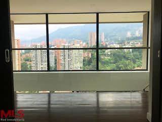 Una ventana con una vista de un horizonte de la ciudad en Green (El Poblado)
