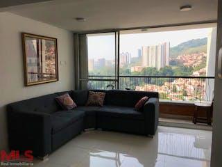 Una sala de estar llena de muebles y una ventana en Reserva de Bucaros