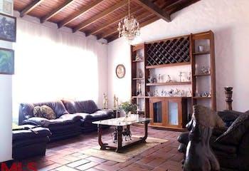 Casa en Conquistadores-Medellín, con 10 Habitaciones - 550 mt2.