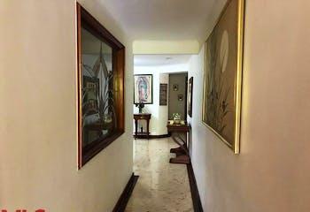Apartamento en La Tomatera, Poblado -327mt, cuatro alcobas, balcón