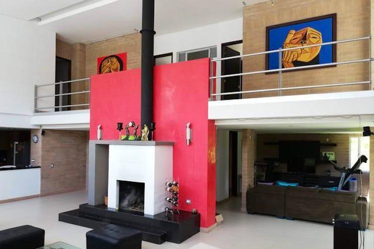 Portada Casa en Alto del Escobero, Envigado - 320mt, cuatro alcobas, balcón