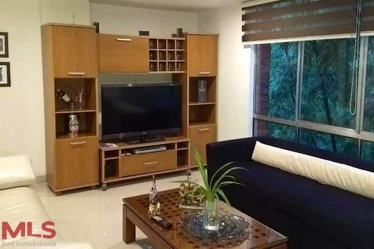 Portada Apartamento en Castropol, Poblado, 3 habitaciones- 93m2.
