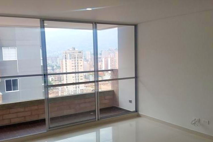 Portada Apartamento en Calle Larga, Sabaneta - 77mt, tres alcobas, balcón