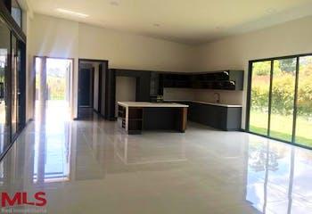 Casa en venta en Alto de las Palmas de cuatro habitaciones.
