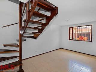 Una escalera de madera está colgando en una pared en No aplica