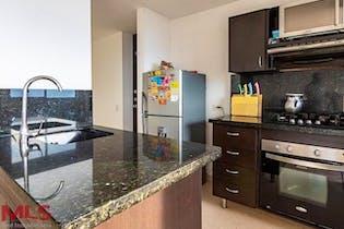 Apartamento en Loma del Indio, Poblado, 3 Habitaciones- 77m2.