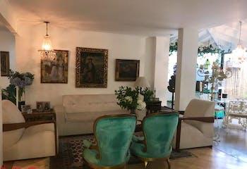 Casa en Los Balsos, Poblado - 267mt, dos niveles, tres alcobas