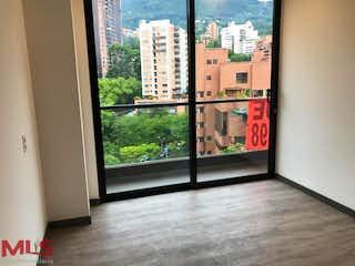 Una vista de una ciudad desde una ventana en Class Suites