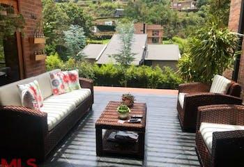 Casa en venta en en Loma del Escobero, 310mt de dos niveles.
