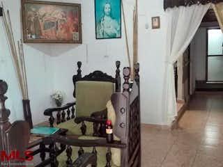 Una imagen de una sala de estar con muebles y decoración en No aplica