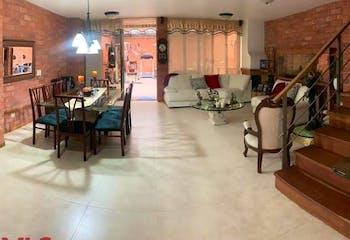 Apartamento en venta en Suramérica, Itagui, Con 3 habitaciones-208mt2