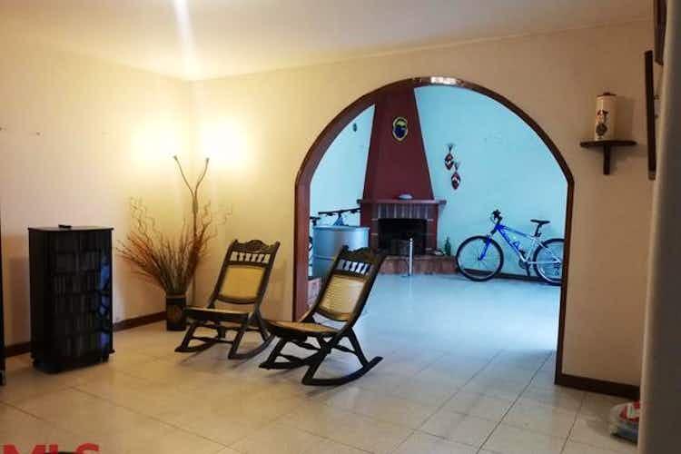 Portada Casa en venta en Loma del Escobero de 3 niveles